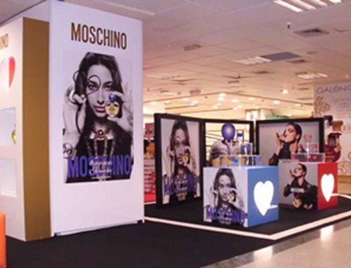 stand_moschino_eci_lx